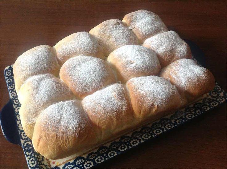 Ricetta del Danubio dolce è formato da un'insieme di piccole brioche farcite con Nutella, marmellata, goccia di cioccolato oppure dicidi tu come farcirlo