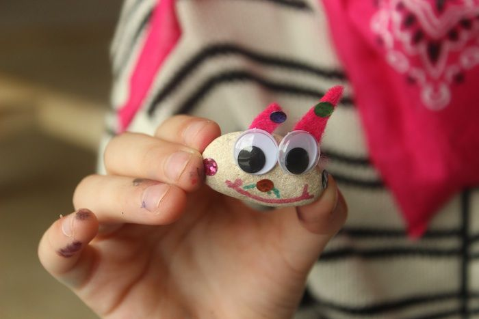 Cute Kids Activity: Make Your Own Stone Pets from Kid Stuff World.