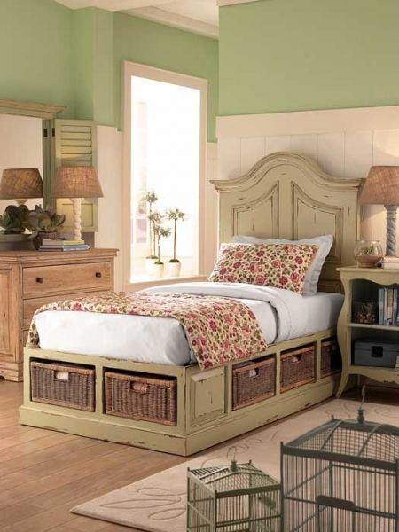 http://www.werandacountry.pl/domy/urzadzamy-dom/17244-sypialnia-mala-i-dobrze-urzadzona #bedroom #design #home #diy #house #architecture #project #small #room #dog #funny #great #rustical #boho #romantic #inspirations #pics #best  #sypialnia #łóżko #aranżacja #inspiracje #pies #biały #mała #pokój #mały #dom #rezydencja #country #styl #prowansalski #rustykalny #country