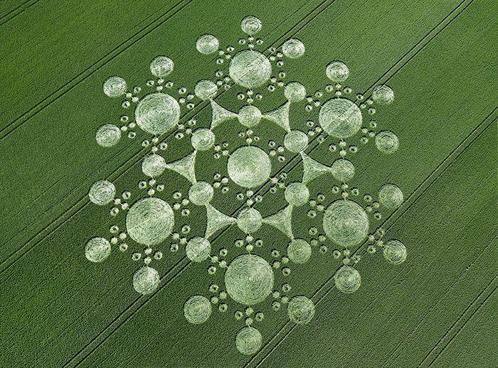 Des champs de blé dans lesquels se découpent de grands dessins… on ne peut voir ces œuvres d'art que du ciel. Normal, ce sont les Martiens qui les ont faites. Paraît-il. Nous avons surfé sur Google Maps pour localiser les plus beaux « crop circles ».