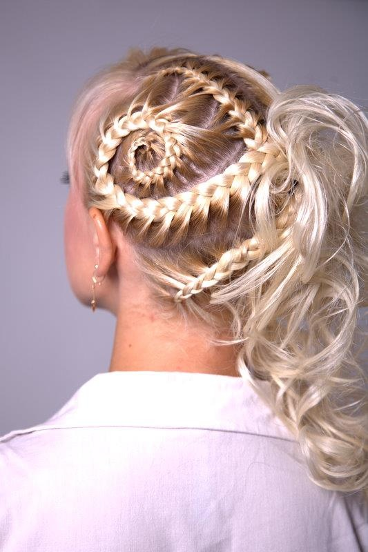 Awesome hairdo! Must try some day