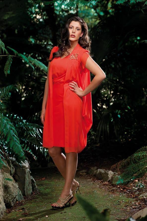 """Spring / Summer Collection 2014   Tubino in crepe con spolverino """"gilet"""" ricamato sulla spalla.  Sandalo gioiello oro e nero della collezioni Bianca Brandi Shoes & Bags S/S 2014 #orange #orangedress #curvy #curve #fashion #fashioncurvy #plussize #mysize #conformate #tagliecomode #calibrate #moda #abbigliamento #outfit #modadonna #primavera #spring2015 #catalogo #catalogue #newcollection #wedding #weddingoutfit #dress #weddingdress #abitolungo #abitoelegante #abitodacerimonia #abitocermionia"""