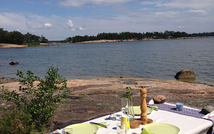 Snacks or lunch by the Archipelago shoreline near Helsinki, Finland. http://www.kontikifinland.com/holidays/destination/1186945/sipoo/a-day-in-the-archipelago