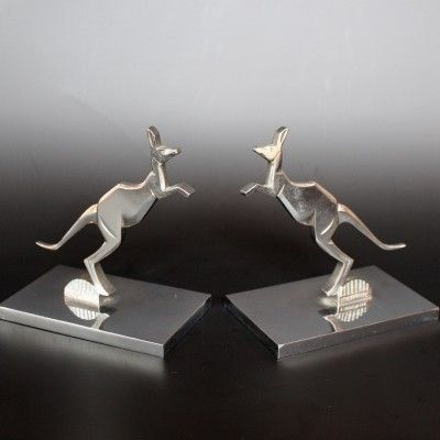 A pair of silvered bronze Art Deco bookends in the form of two boxing kangaroos on metal plinths. Signed MORANTE to bronze. H 14cm, L 13cm, W 8cm, French, ca. 1930, £950 (hva)