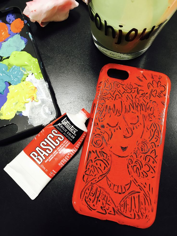 Hand painting phone case.