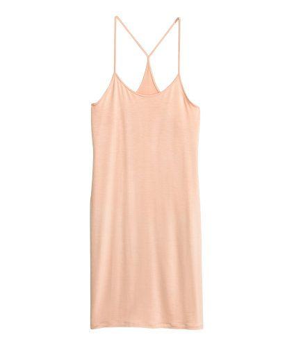 Svart. CONSCIOUS. En kort, figurnära klänning i trikå av Tencel® lyocell. Klänningen har smala axelband och brottarrygg.