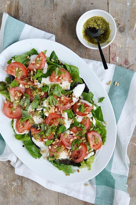 Salade met mozzarella en tomaat