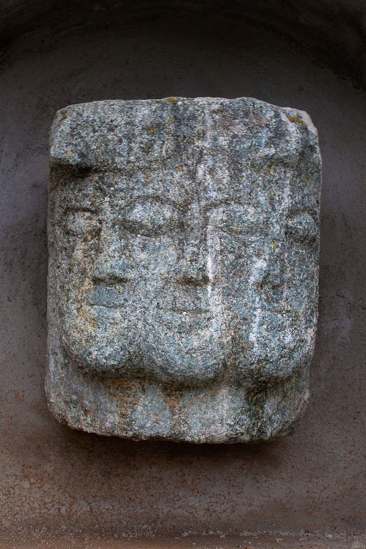 Sculpture tricéphale (Lugrin, France) © Ludovic Péron - CC BY-SA 3.0