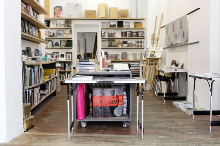 25 books, book shop specialized on photo books