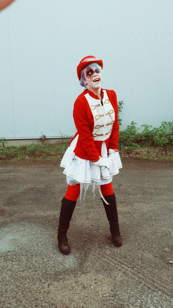 A dead girl walking as a hotel sevant!  #deadgirl #zombie #filmpark #babelsberg #filmparkbabelsberg #horrornacht #horrornächte #makeup #costume #kostüm #red #page #blood #bloodyeye #blutigesauge #Aufe #eye #witheeye #weißesauge #contactlenses #Kontaktlinsen #horror #scary #creepy #gruslig #halloween #schaurig