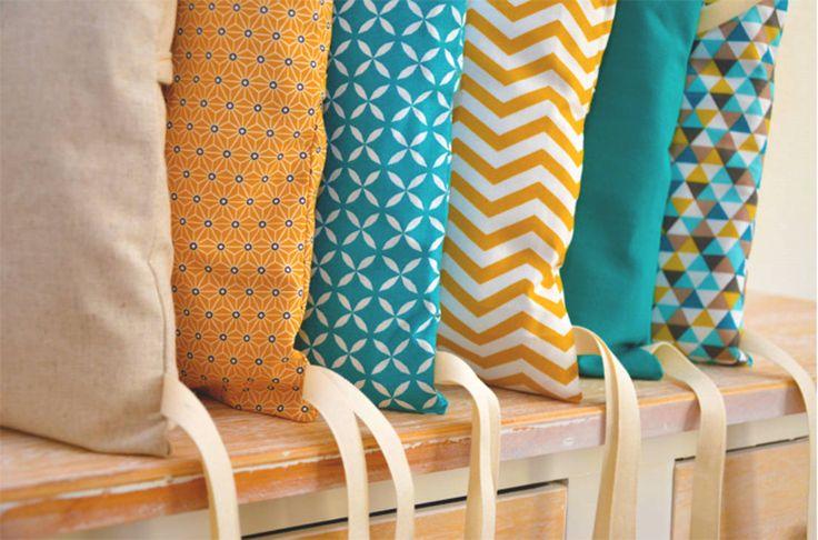Tour de lit 6 coussins déhoussables, jaune moutarde et bleu canard par Ma cocotte   homify