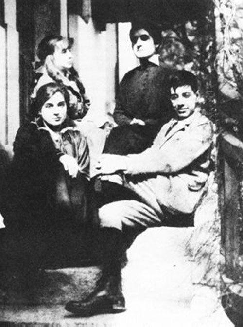 Jorge Luis Borges con su hermana Nora en el colegio de Ginebra
