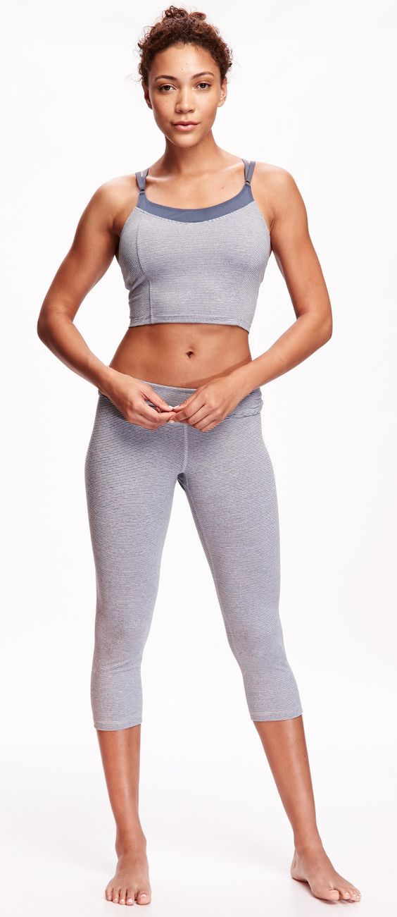 From your sports-bra to your socks, look for women's workout clothes that offer ventilation and support. Recommended Women's Sportswear: Start with a racer back bra made of sweat-wicking fabric.