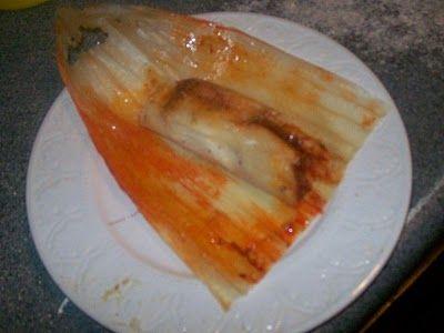 Tamales Mexicanos de Puerco en Chile Colorado y Pollo en Chile Verde (Mexican Red Pork Tamales and Green Chicken Tamales)
