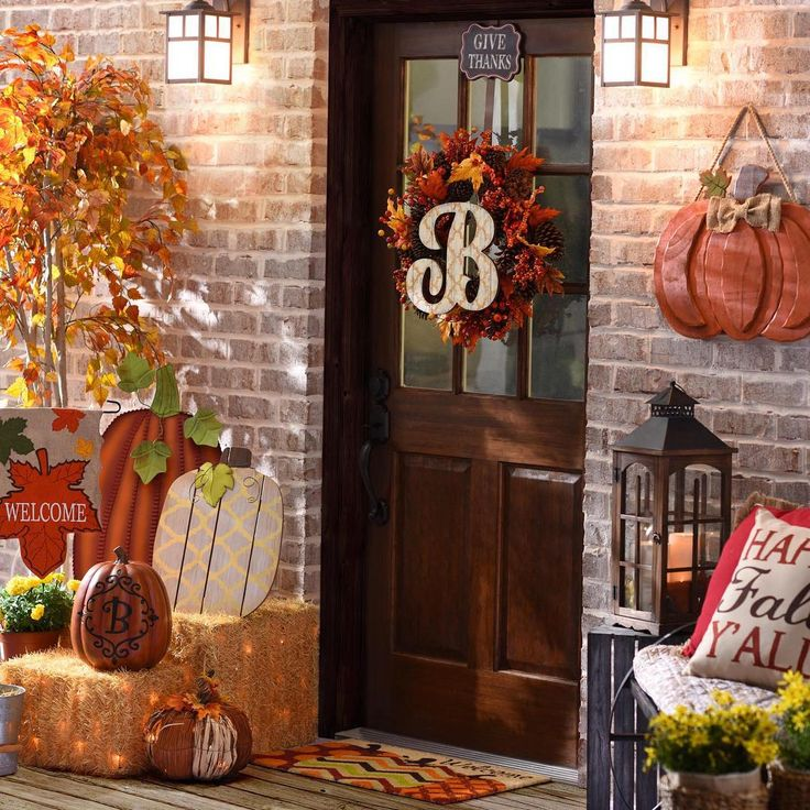 15 ways to add a touch of harvest to your home halloween for Ways to decorate your house for halloween