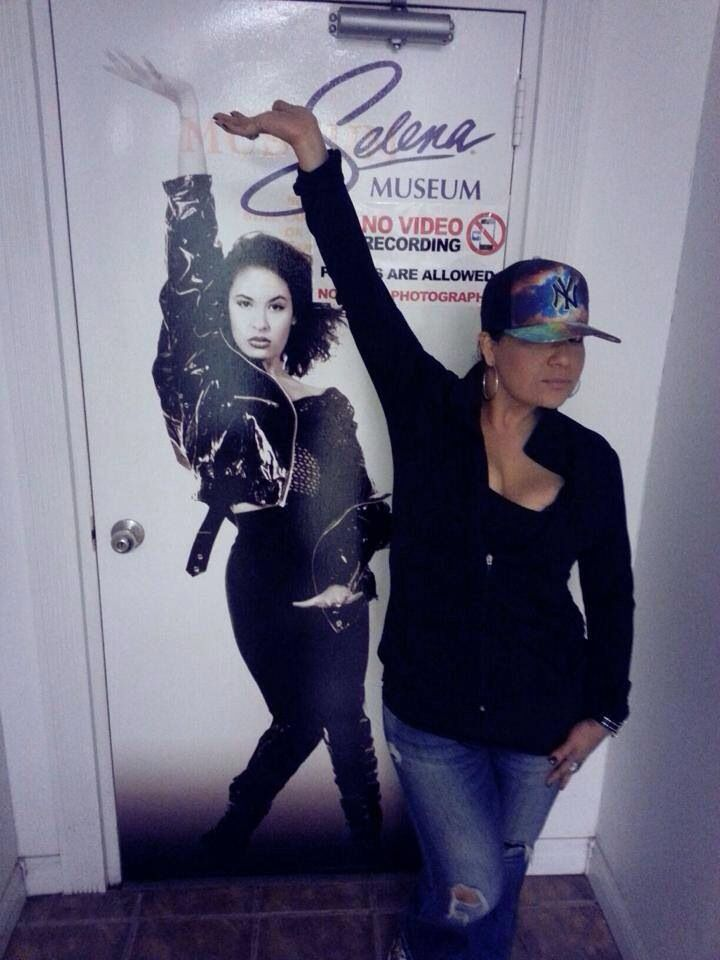 Suzette Quintanilla poses by Selena's pic, beautiful family