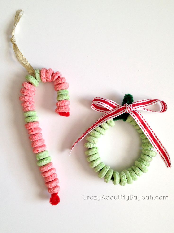 Candy Cane and Wreath Ornament Craft - 25 Winter and Christmas Crafts for Kids #Toddlers #Preschoolers #Homeschool