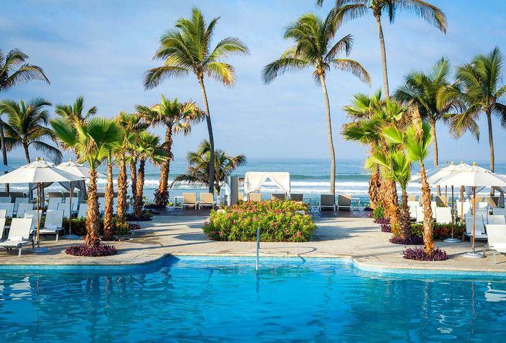 Have a seaside pool day at the Mayan Palace resort at Vidanta Acapulco! || Acapulco, Mexico
