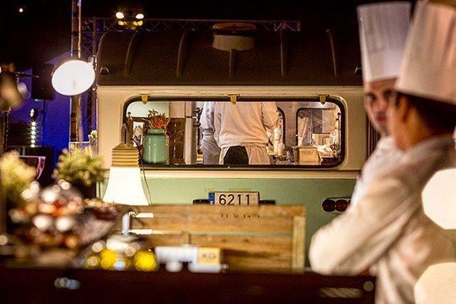 'It's time to start organizing outdoor events. Make your attendees enjoy the warmer night and the starry sky.  Image: food trucks at @barcelo_sants event ___________ Es tiempo para organizar eventos al aire libre. Haz que tus asistentes disfruten de las cálidas noches y del cielo estrellado.  Imagen: food trucks en un evento organizado en el hotel @barcelo_sants  ___________ #Eventprofs #Evenpros #Eventers #Eventography #Eventsetup #MeetBarceló #MICERSinspiration #Venue #Creativeevents…