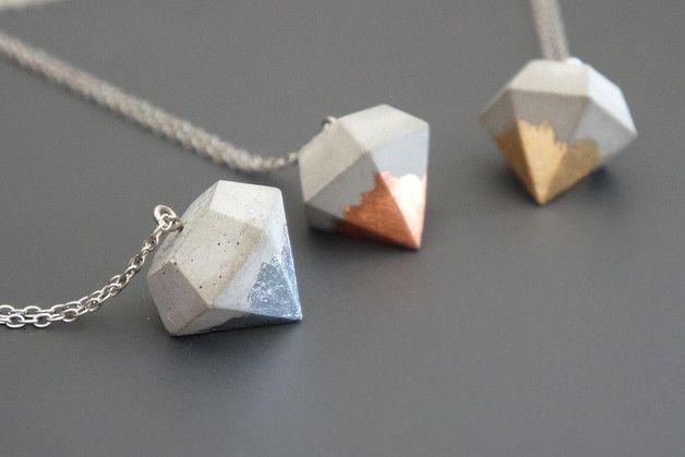 Moderne Kette mit Betonanhänger in Diamantenform, Metalic Elemente / hipster necklace with concrete pendant, dipped by Kaquadrat via DaWanda.com