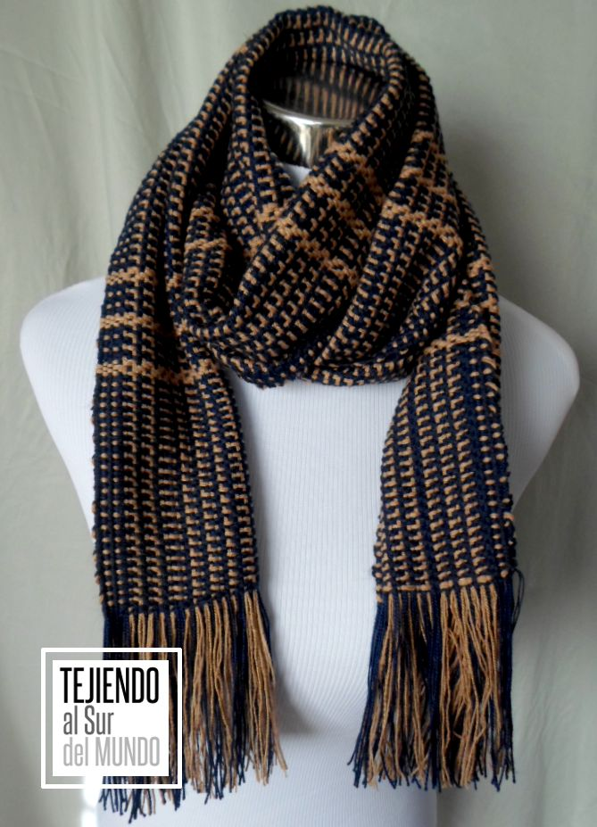 Bufanda tejida en telar de 6 cuadros. Handwoven scarf on loom of 6 shaft.