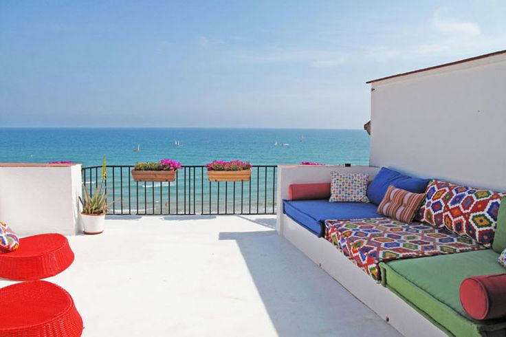 Fantastic 1 bedroom, beachfront apartment in Barelona, available for holiday rental bookings with a roof spacious roof solarium, click here for more information and to contact the owner directly: http://www.akilar.com/listing--1562.html