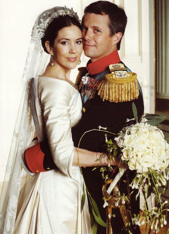 Google Image Result for http://usa.publiboda.com/cm/images/royal_weddings/frederik%2520mary/bridal_couple.jpg