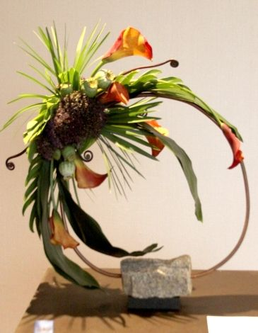 //LINE FLORAL DESIGN More info at: www.FlowerShowFlowers.com #floral #arrangement