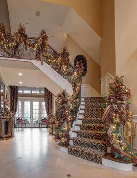 Ribbon Christmas Staircase Decorating Ideas | 1,261 Staircase Christmas garland Home Design Photos