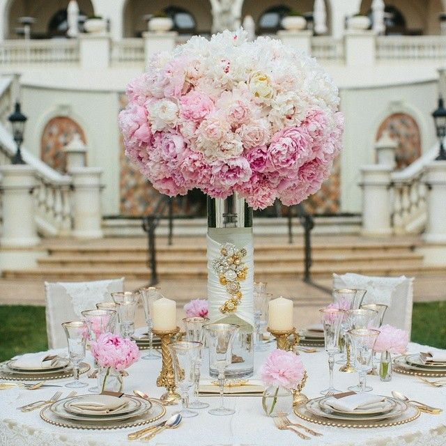 When you add an utterly perfect peony masterpiece to the center of a gold gilded table, you get pure wedding MAGIC! @aquafuzion @camijane @stregismb @classic_party_rentals @glowconceptsfinelinens