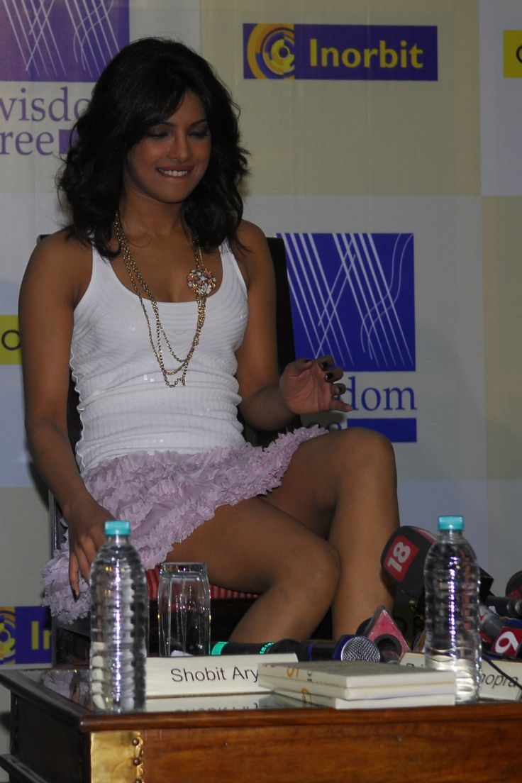 Priyanka Chopra tries to artfully cross her legs without flashing the photographers. #Fashion #Style #Bollywood #Beauty