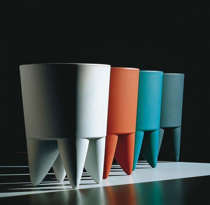4x bubu van philippe starck naast elkaar in verschillende kleuren opmerkelijk is de compositie. Black Bedroom Furniture Sets. Home Design Ideas