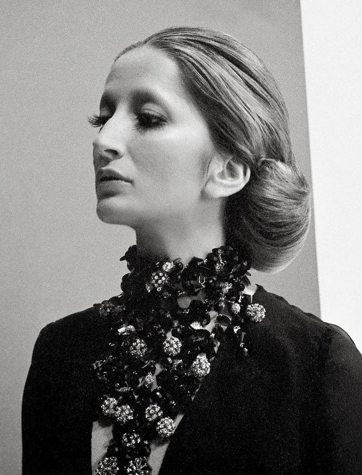 Mina (Busto Arsizio, 25 marzo 1940), cantante, conduttrice televisiva, attrice e produttrice discografica italiana.