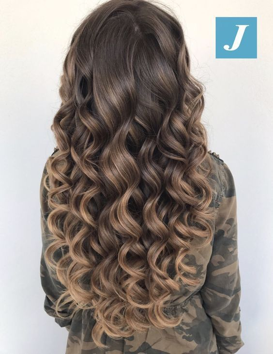 Coafuri Par Lung Cu Bucle Hairstyles In 2019 Curly Hair Styles
