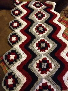 Ravelry: Project Gallery for Baby Granny Stripes Blanket pattern by Kim Biddix