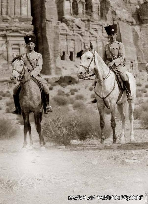 Türk süvarileri Petra önünde / 1.dünya savaşı yılları..