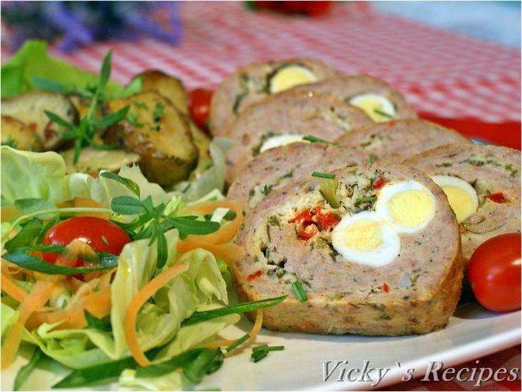 Ruladă din carne tocată de pasăre și ouă de prepeliță