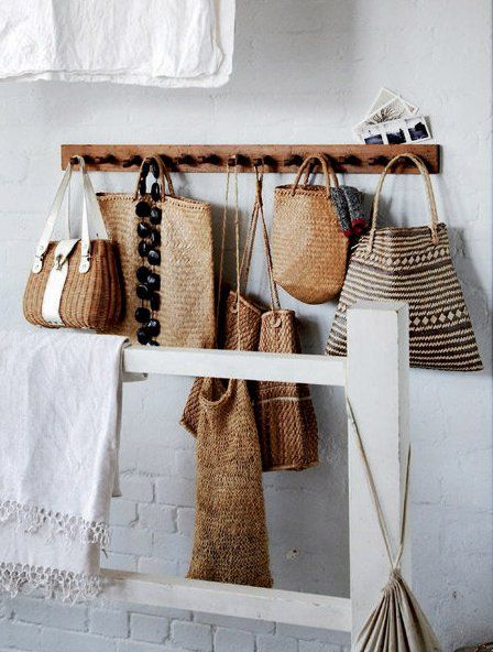 shaker peg rail: Woven Bags, Idea, Baskets Weaving, Design Handbags, Pur Storage, Straws Bags, Beaches Houses, Panier, Natural Style