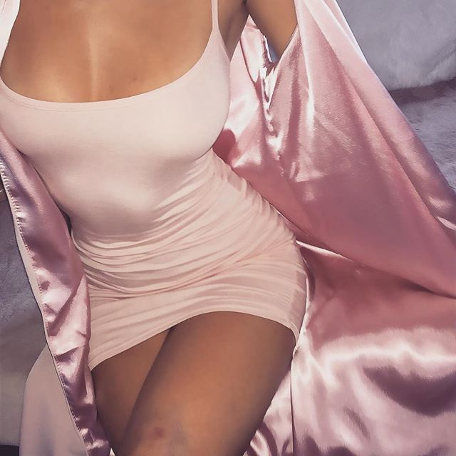 Pink silk robe, so much DIY potential there.     //Pinned on @benitathediva, DIY Fashion LifeSTYLE Blog