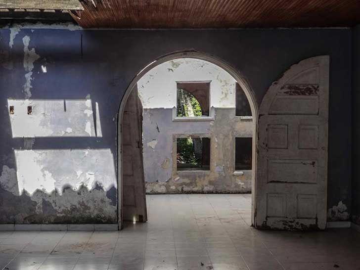 Descubre las impresionantes casas de veraneo abandonadas tras la caída del imperio de Pablo Escobar