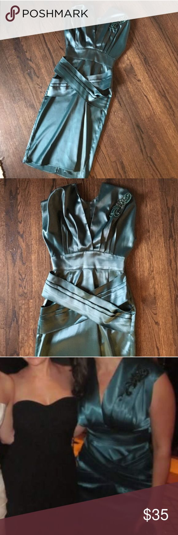 Satin emerald green cocktail dress Size small. Love this gorgeous vintage dress but it's a little snug for me. I'm a size 4 and think this would best fit a size 2. Dresses