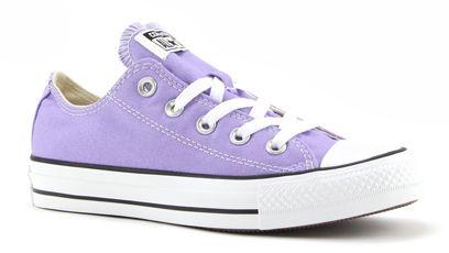 De favoriete sneakers van Willow zijn deze paarse All Stars. In heel het boek draagt ze enkel deze schoenen en zelfs als ze zich moet vermommen om niet herkend te kunnen, nadat ze een bedreiging is geworden voor de engelen door haar eigen engel, haar acties om hen uit te roeien en verliefd te worden op een 'AK', verandert ze haar schattige uiterlijk, verft haar haren, gaat voor een andere look, draagt kleurlenzen,... Ze koopt wel weer deze schoentjes waar ze maar geen afstand van kan doen.