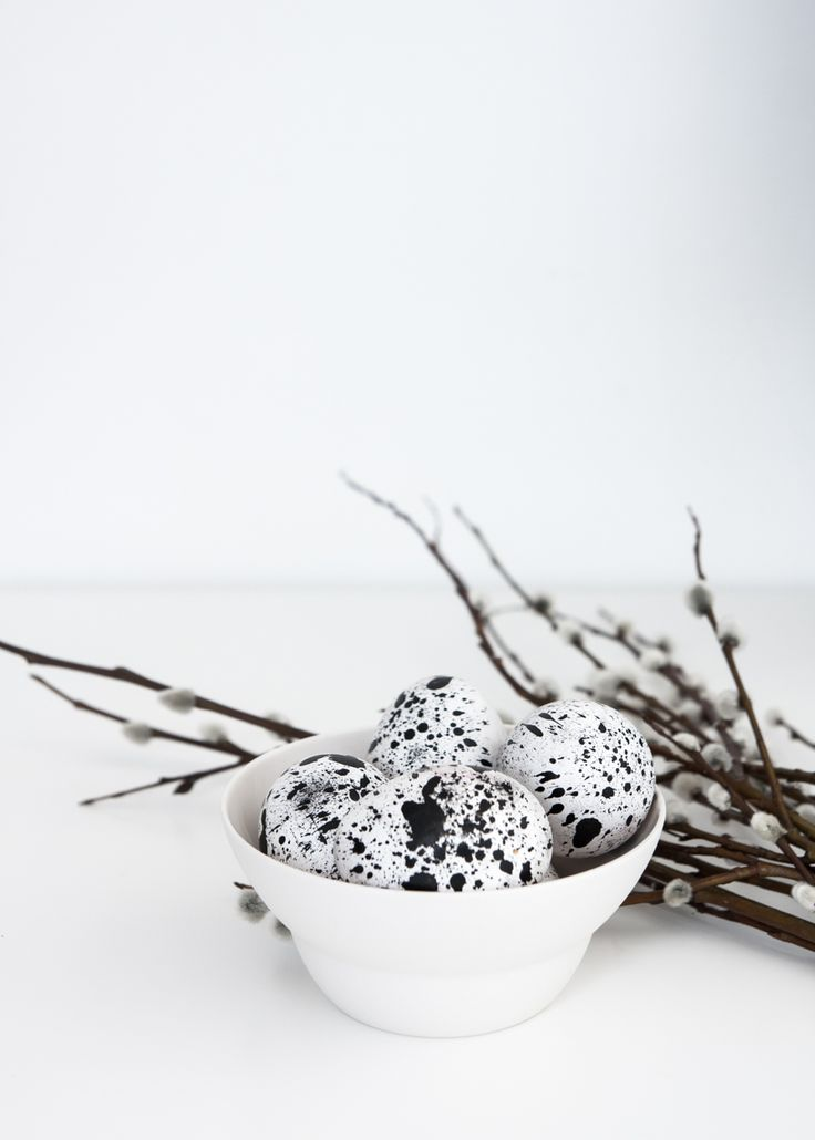 Simple black and white DIY Easter eggs