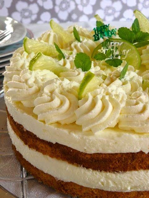 frische Sahne-Limetten-Buttermilch-Torte mit Biskuitboden, Sahne-Buttermilch-Zitronensaft-Füllung :) - http://sugarprincess-juschka.blogspot.de/2014/08/zitronen-sahne-torte-mit-limetten-und.html