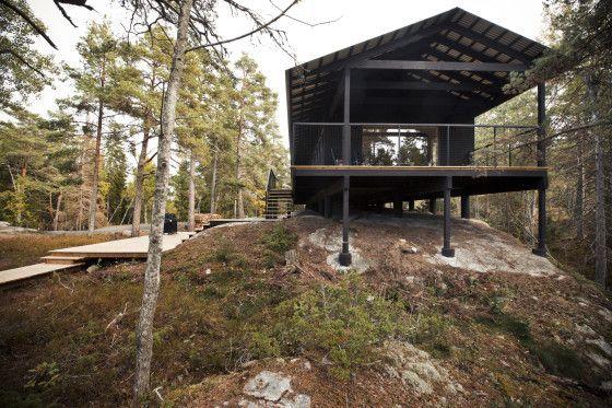 Construcción de casa pequeña de madera