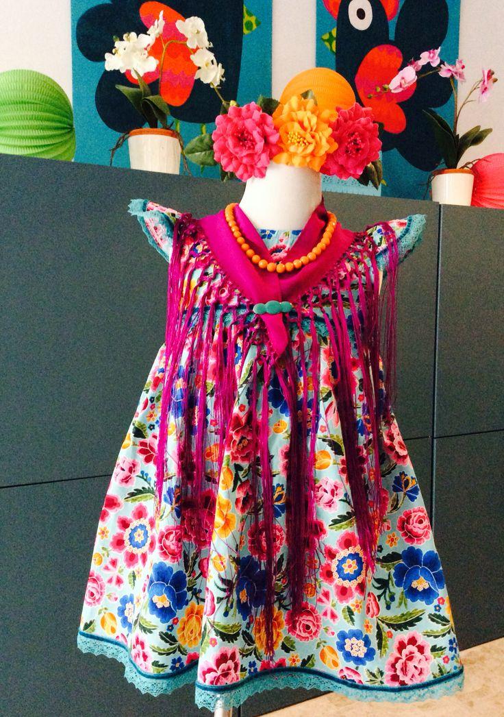 Modelo Pepa Flores  Vestido, mantón y flor 50€