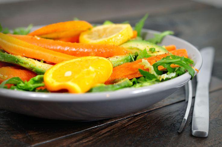 avocadosalade met gegrilde wortelen