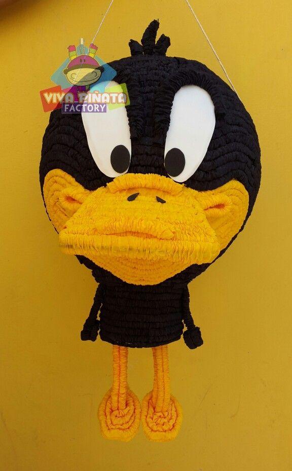 """Piñatas~Daffy duck Piñata Pato Lucas... regalanos un Like y apoya al talento Mexicano.  """"Viva Piñata Factory"""""""