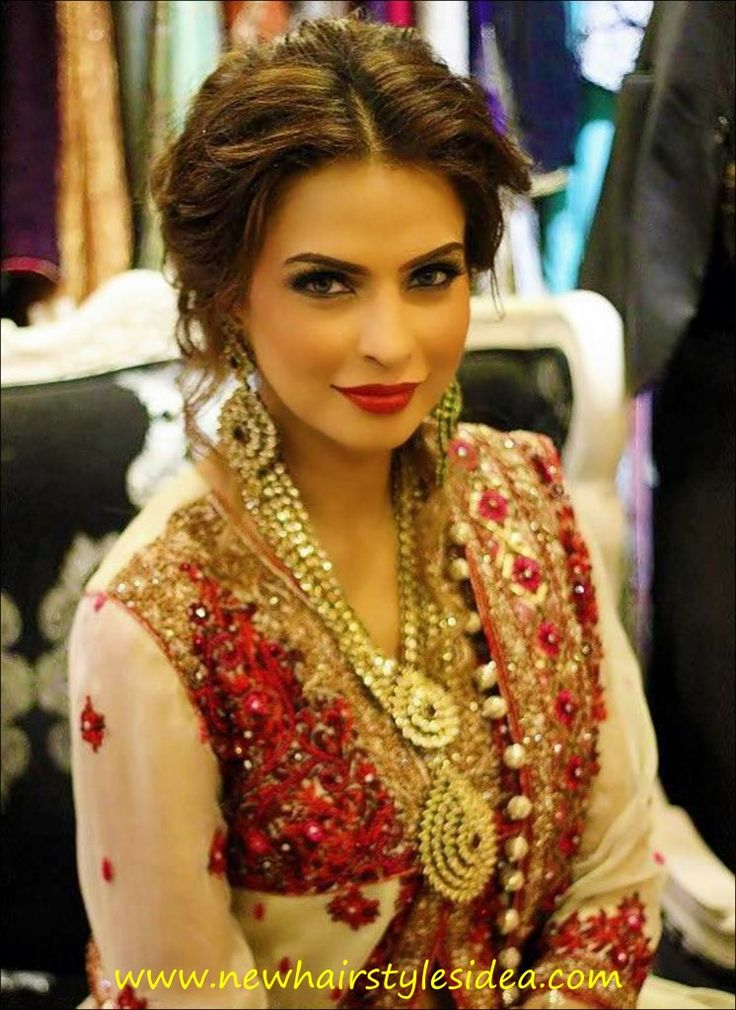 indian hairstyles for saree (21)