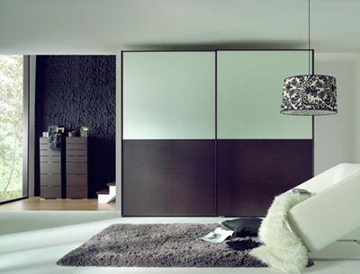 Schuifdeur kast BIG, bovenzijde glas zilver, onderzijde hout wenge. Deuren 140 cm. breed, 240 cm. hoog, 264 cm.breed. Interieur met planken... http://www.theobot.nl/collectie/7-kasten/10-carr-233.html